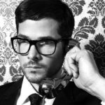 7 знака, че водите телефонен разговор с джентълмен