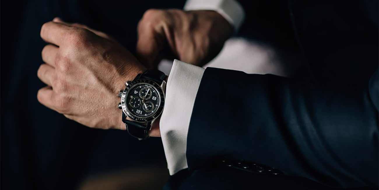 Носете елегантни часовници с костюма си